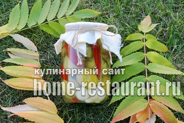 Зеленые помидоры фаршированные на зиму зеленью и чесноком фото_06
