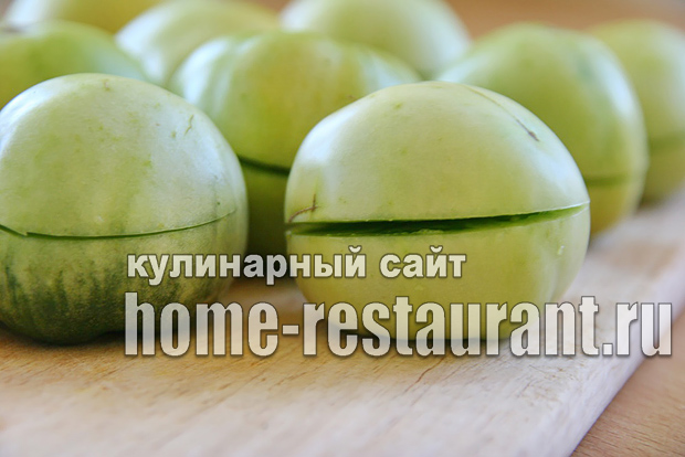 Зеленые помидоры фаршированные на зиму зеленью и чесноком фото_08