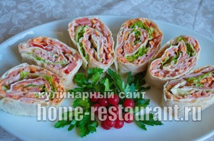 рулетики из лаваша с колбасой и корейской морковкой_11