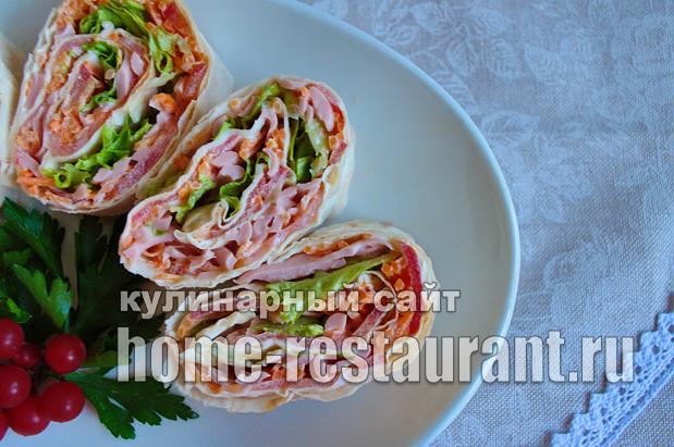 рулетики из лаваша с колбасой и корейской морковкой_13
