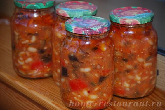 Салат на зиму из баклажан и фасоли