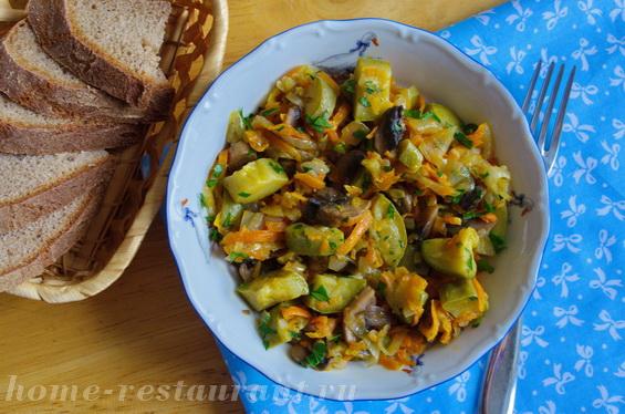 Овощное рагу с кабачками и грибами