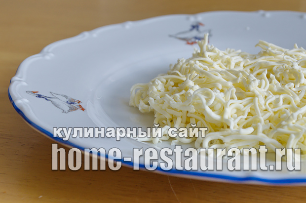 Салат в тарталетках с копченой курицей и грибами_1