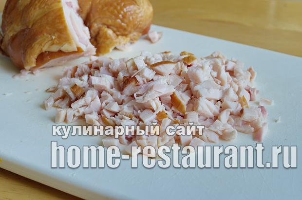 Салат в тарталетках с копченой курицей и грибами_2