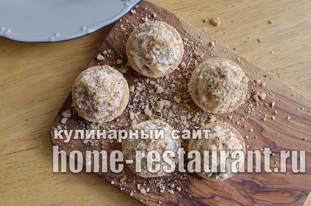 Салат в тарталетках с копченой курицей и грибами_6