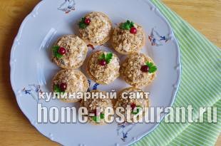 Салат в тарталетках с копченой курицей и грибами_9
