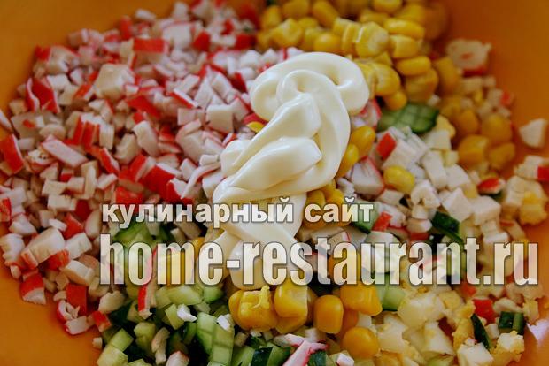Салат в тарталетках с крабовыми палочками и креветками_08