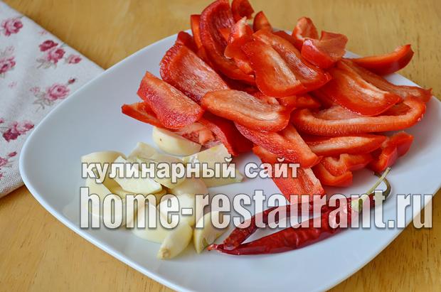 Маринованные зеленые помидоры с чесноком, перцем и зеленью_02