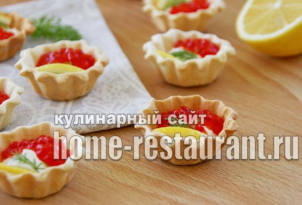 Закуска с красной икрой в тарталетках с сырно-сметанной пастой_1