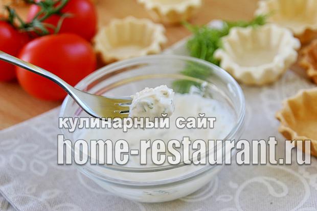 Закуска с красной икрой в тарталетках с сырно-сметанной пастой_3