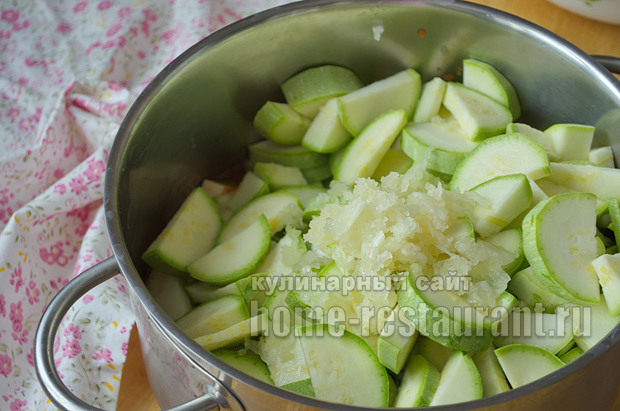 Салат из пасты и кабачков