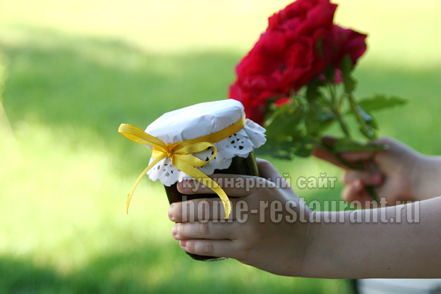 Варенье с лепестками роз фото 13