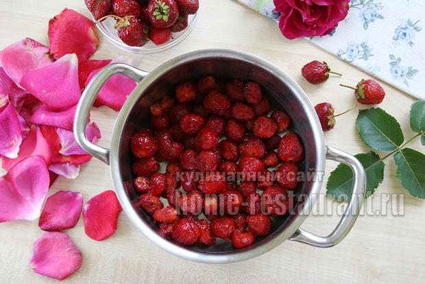 Варенье с лепестками роз фото 3