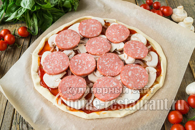 Пицца на слоеном тесте в духовке фото_04