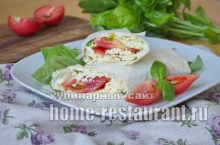 Лаваш с начинкой из брынзы, помидор и базилика
