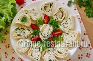 Рулет из лаваша с плавленым сыром и зеленью