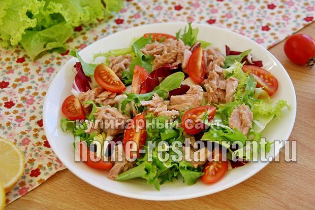Салат с тунцом и салатными листьями картинки