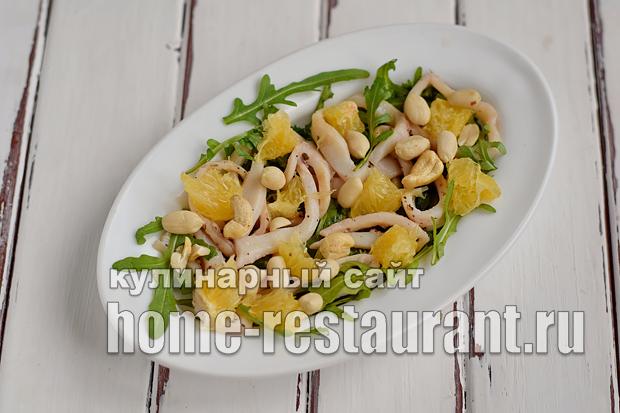 Салат с рукколой кальмарами апельсинами и кешью_07