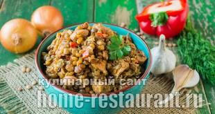 Чечевица с куриной грудкой и овощами