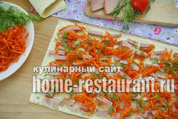 Рулет из лаваша с корейской морковкой и колбасой_4