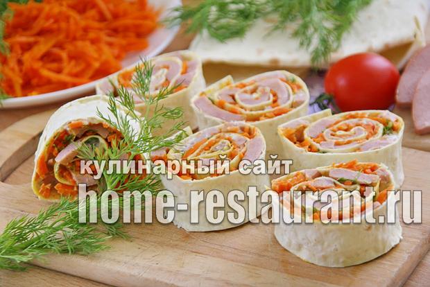 Рулет из лаваша с корейской морковкой и колбасой