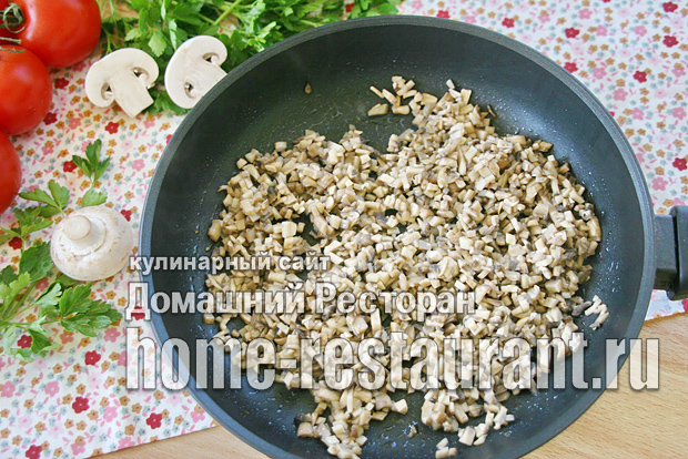Жульен с грибами классический на сковороде с курицей